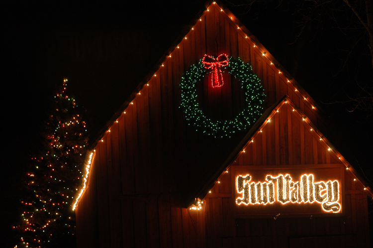 Caroling And Worshipping Dining Ping Even Late Night Bar Hopping See What Sun Valley Has In For Your Family This Winter